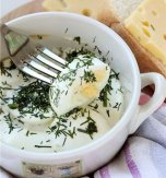 Baked eggs in sour cream
