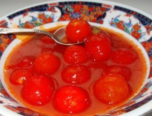Tomatoes in their own juice