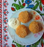 Sweet cheese balls with breadcrumbs (Ukrainian hombovtsi)
