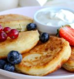 Syrnyky (cottage cheese pancakes)