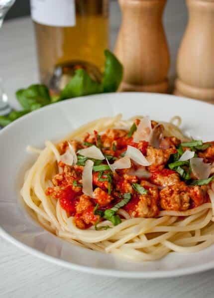 spagetty-s-perechno-myasnym-sousom