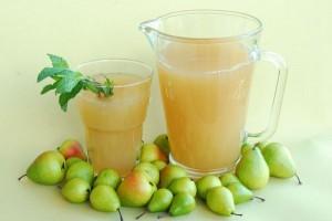 Pear, vanilla, and cinnamon drink