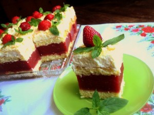 Cake with strawberry and cream filling