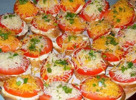 buterbrody-s-syrom-i-pomidorami