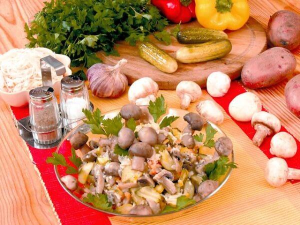 Salat-s-gribami-i-majonezom-600x450