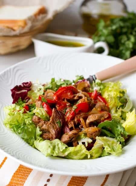 teplyi-salat-s-fahitas