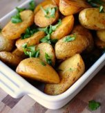 Crunchy new potatoes with parsley