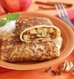 Apple filled pancakes with lemon flavor