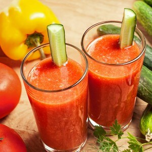 Celery, apple and tomato smoothie