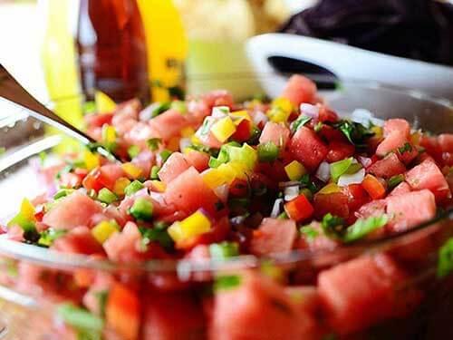 salat-s-arbuzom-i-krasnym-pertsem