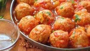 Meatballs in apple sauce