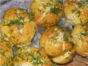 Pampushky in a garlic-onion sauce