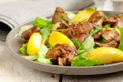 Tepliy-salat-z-pechinki-i-yabluk