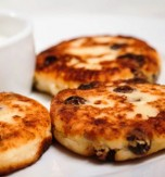 Cheese Pancakes with Raisins and Lemon Zest