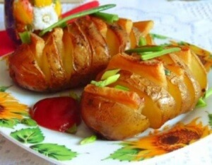 Roasted potatoes with salo & garlic