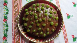 Cocoa cake with grapes