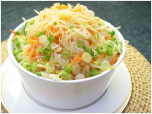 Cabbage and carrot salad with tangy seasoning