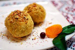 Hombovtsi (Cinnamon Cheese Balls)