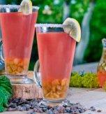 Rhubarb kvas with cinnamon and raisins