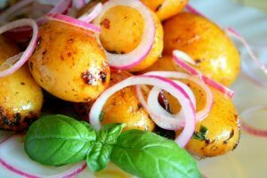 Fried potatoes served with red onion