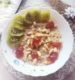 Oatmeal with dried fruit and nuts
