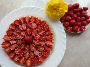 Strawberry pie with oatmeal crust