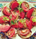 Fried zucchini with tomatoes – your perfect summer snack