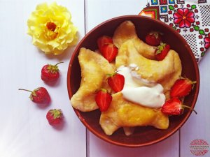 Ukrainian varenyky with strawberries