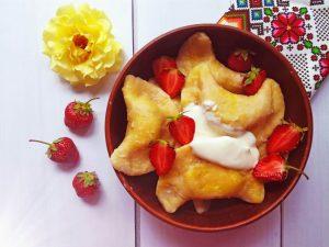 Ukrainian varenyky with strawberries