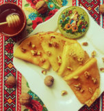 Semolina pancakes with honey and nuts