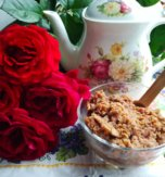 Rose petals with honey